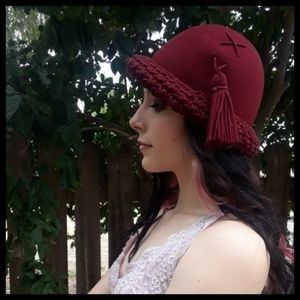 Stunning Vtg 50s Burgandy wool hat Saks fifth ave!